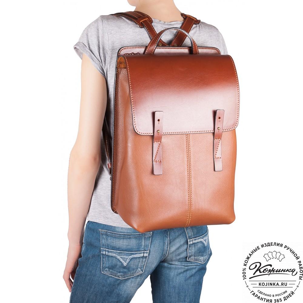 Кожаный рюкзак на плечах